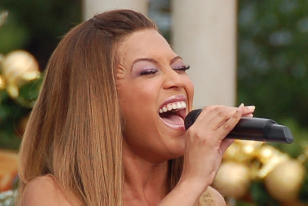 Beyonce fake facial